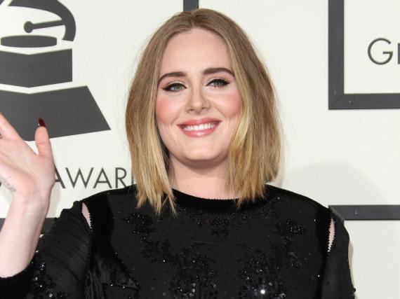 Hat angeblich mächtig was auf der hohen Kante liegen: Adele