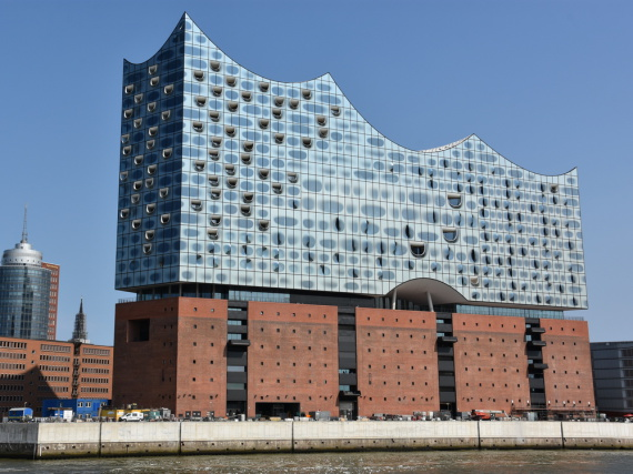 Das 110 Meter hohe Konzertgebäude im Westen der Hamburger