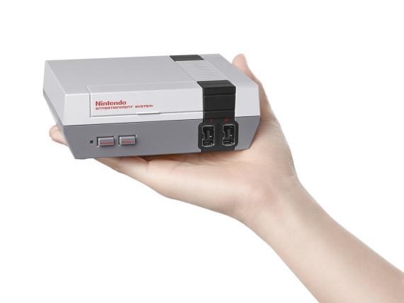 Der Nintendo Classic Mini ist deutlich kleiner als das ursprüngliche NES
