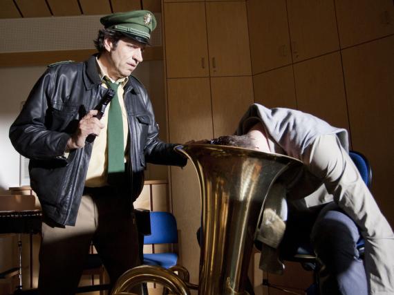 Hubert und Staller treffen auf einen Mord mithilfe einer Tuba