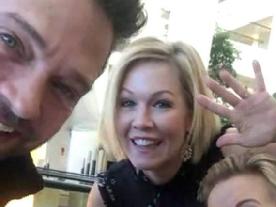 Dieses Foto vom Meeting postete Darsteller Ian Ziering auf Instagram. Zu sehen: Jason Priestley (r.), Jennie Garth (M.), Gabrielle Carteris und Tori Spelling (u.)