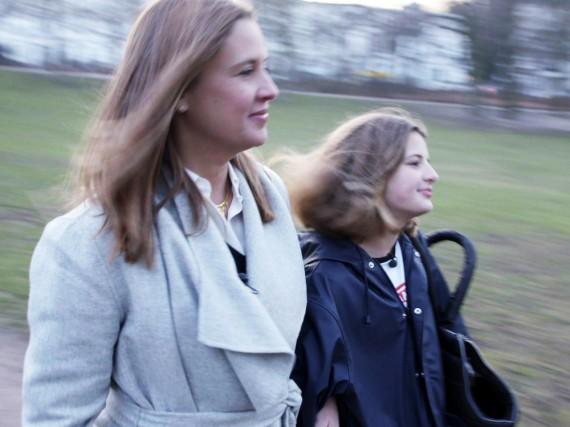 Dana Schweiger (l.) mit ihrer Tochter Emma