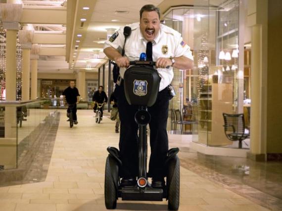 Paul Blart (Kevin James) geht seinem Job als Kaufhaus Cop nach ...