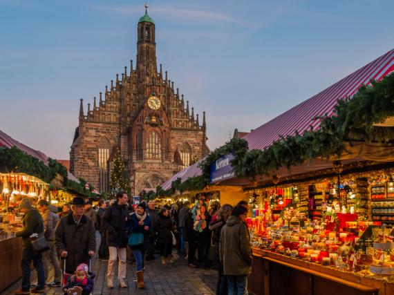 Reges Adventstreiben vor der Nürnberger Frauenkirche