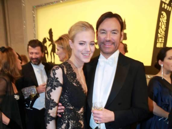 Larissa Marolt mit Whitney Sudler-Smith beim Wiener Opernball