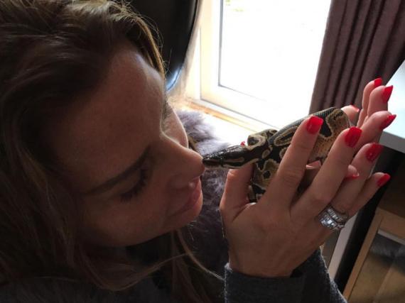 Katie Price mit einer Schlange