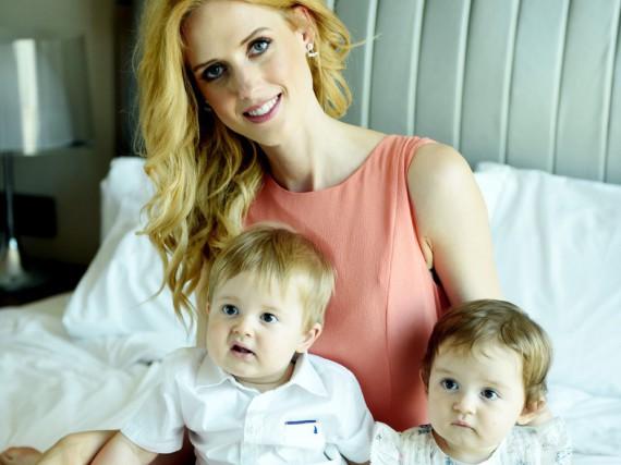 Wilma Elles mit ihren Zwillingen