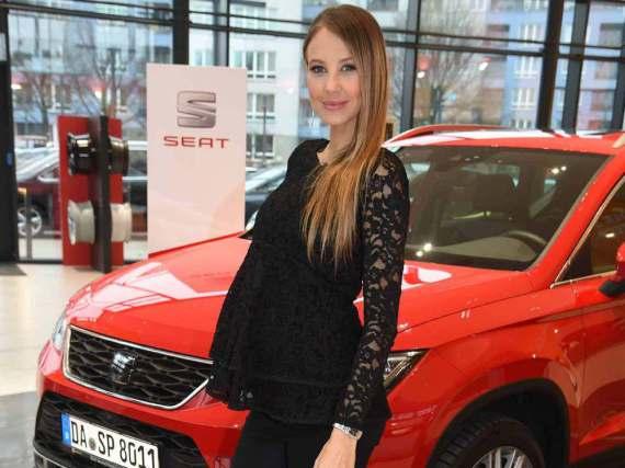 Der Babybauch ist bereits deutlich zu sehen: Alessandra Meyer-Wölden erwartet Zwillinge