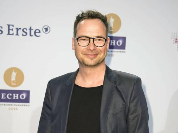 Matthias Opdenhövel, der bei VIVA erste TV-Erfahrungen sammelte, moderiert heute sowohl Unterhaltungs- als auch Sportshows