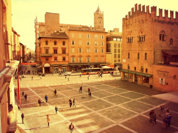 Der Blick über die Piazza Maggiore im Herzen der Altstadt