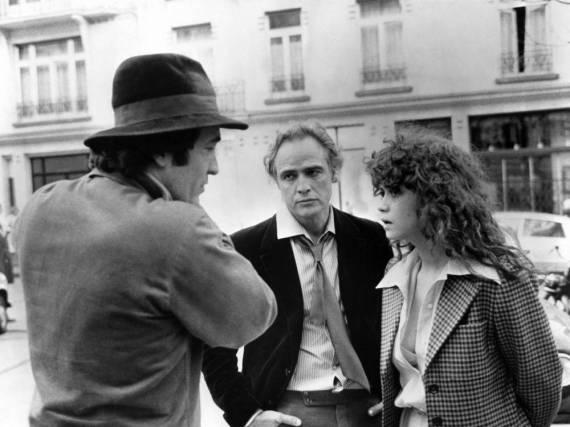 Bernardo Bertolucci (l.) mit Marlon Brando und Maria Schneider bei den Dreharbeiten von