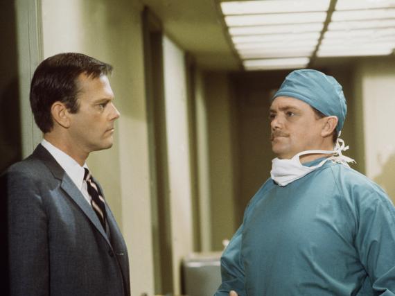 Bernard Fox (r.) und Dick Sargent (1930-1994) in einer Folge von