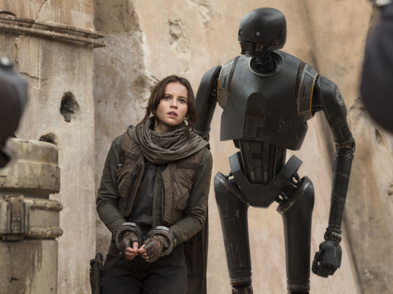 Jyn Erso (Felicity Jones) und der Droide K-2SO (Alan Tudyk) in