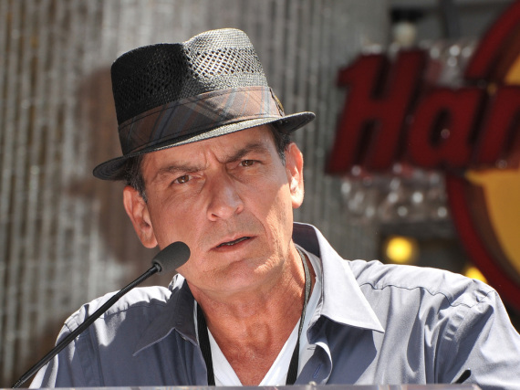 charlie sheen wettert in radio interview gegen two and a. Black Bedroom Furniture Sets. Home Design Ideas