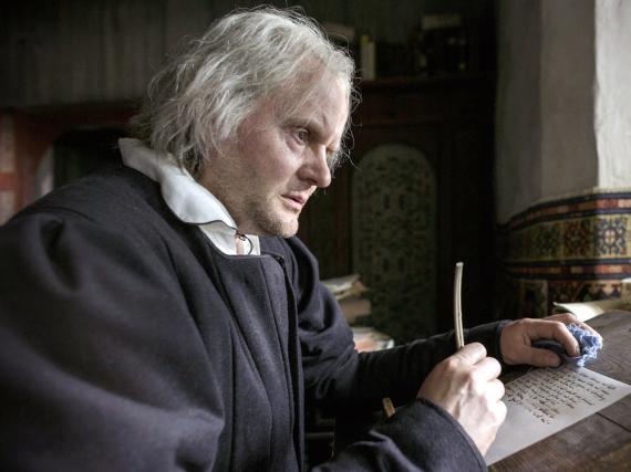 Luther (Devid Striesow) verzweifelt über den Tod seiner Tochter