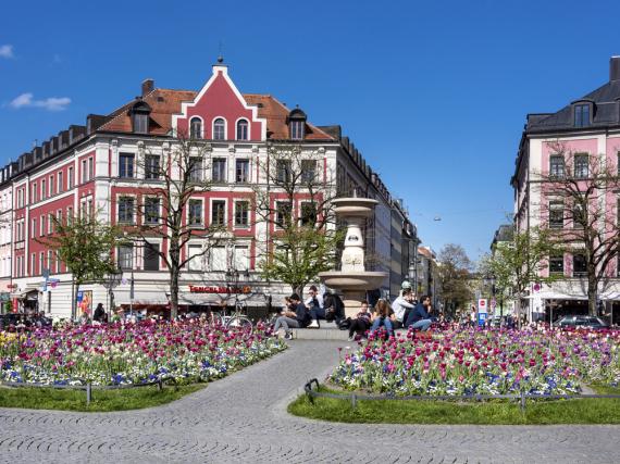 Der Gärtnerplatz in München leuchtet im Frühling mit all seiner Pracht