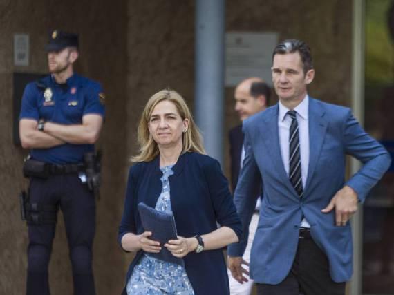 Iñaki Urdangarin und Cristina von Spanien beim Verlassen des Gerichtsgebäudes