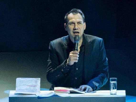 Sebastian Fitzek während einer Lesung