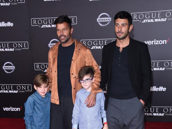 Ricky Martin (l.) mit seinen Adoptivsöhnen Matteo und Valentino sowie seinem Verlobten Jwan Yosef