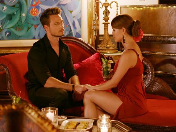 Gleich muss er sie umarmen: Bachelor Sebastian Pannek im Gespräch mit Kandidatin Kattia