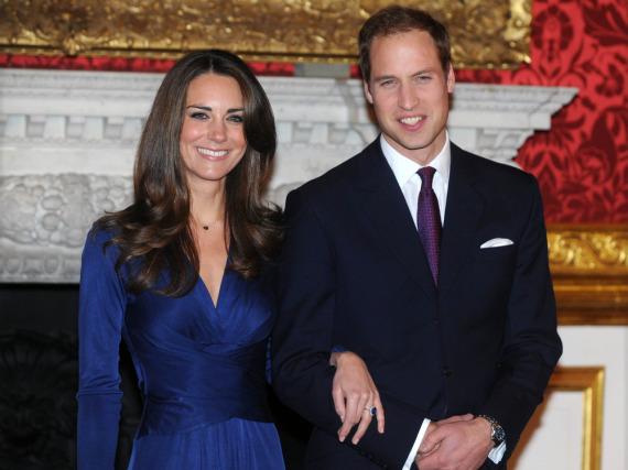 Prinz William und die jetzige Herzogin Kate als sie im Jahr 2010 ihre Verlobung verkündeten