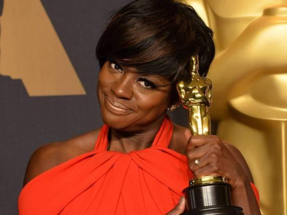 Viola Davis mit ihrem Oscar als