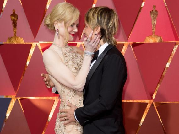 Auf dem roten Teppich der Oscars entzückten Nicole Kidman und ihr Mann Keith Urban durch ihre innigen Gesten