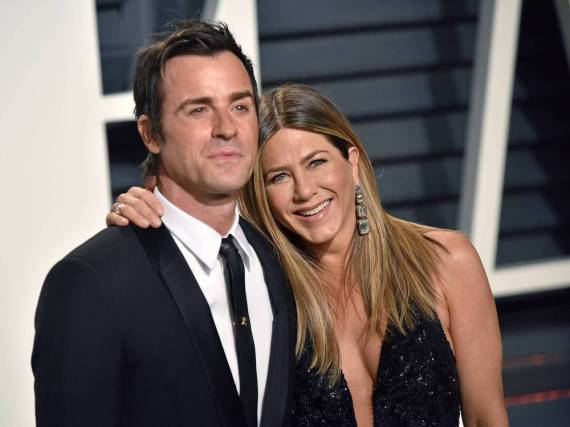Jennifer Aniston zeigte sich mit Ehemann Justin Theroux und unfassbar teuren Ohrhängern auf dem roten Teppich