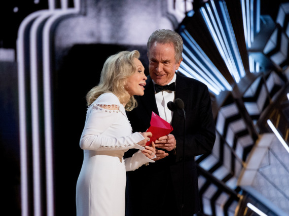 Der Moment, in dem Faye Dunaway und Warren Beatty bei den Oscars den falschen Gewinner verkündeten