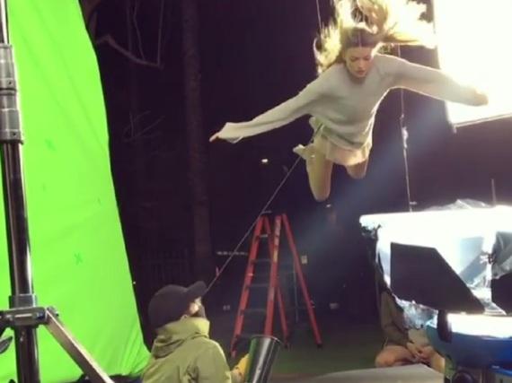 Martha Hunt beim Videodreh für den Song