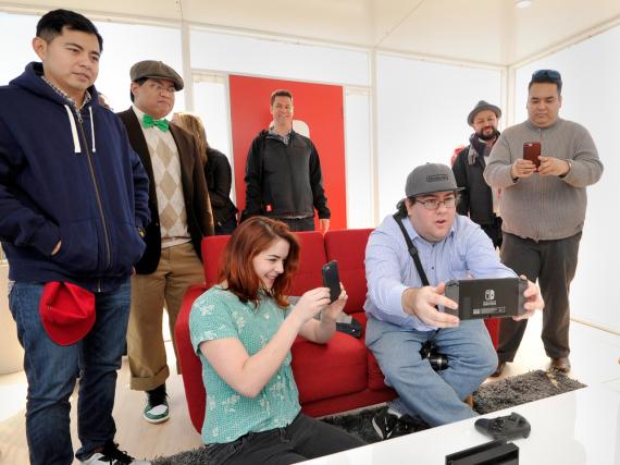 Jeder will die neue Nintendo Switch mal anfassen