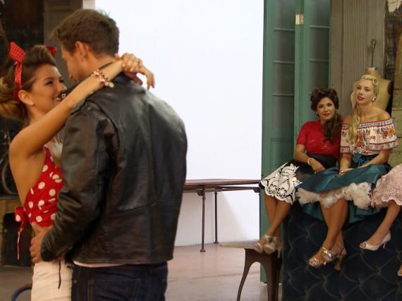 Viola schmeißt sich an Sebastian heran, während Inci, Janika und Erika zuschauen müssen