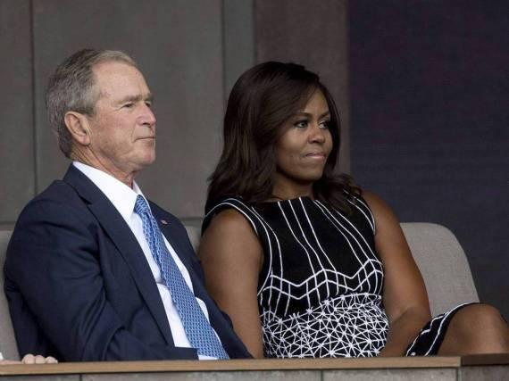 George W. Bush und Michelle Obama bei einem Event