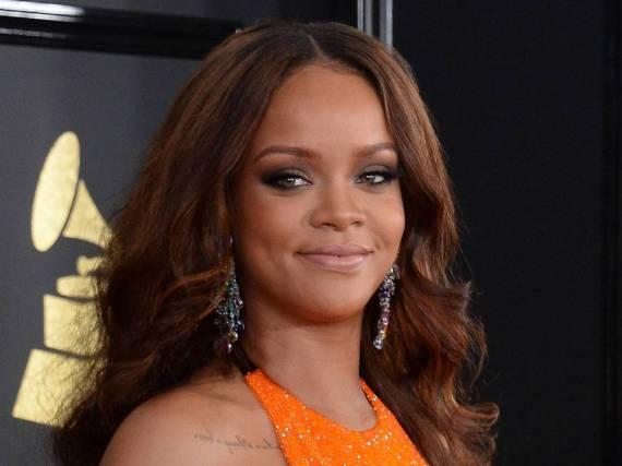 Sängerin Rihanna - hier bei den Grammys - setzt neben viel Obst vor allem auf Nüsse und Mandelbutter