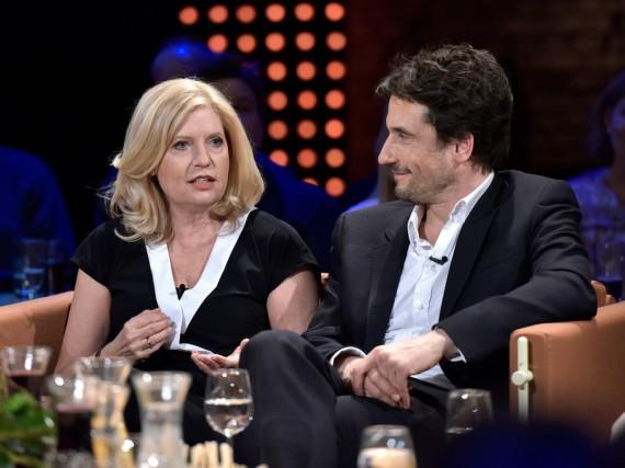 Die Schauspieler Sabine Postel und Oliver Mommsen zu Gast in der Radio Bremen Talkshow