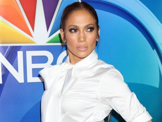 Jennifer Lopez nimmt ihre Songs gerne im Liegen auf