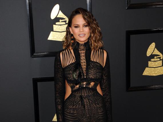 Chrissy Teigen Mitte Februar bei den Grammys