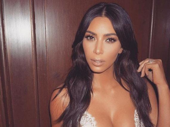 Eine glänzende Wallemähne wie die von Kim Kardashian wünschen sich viele Frauen
