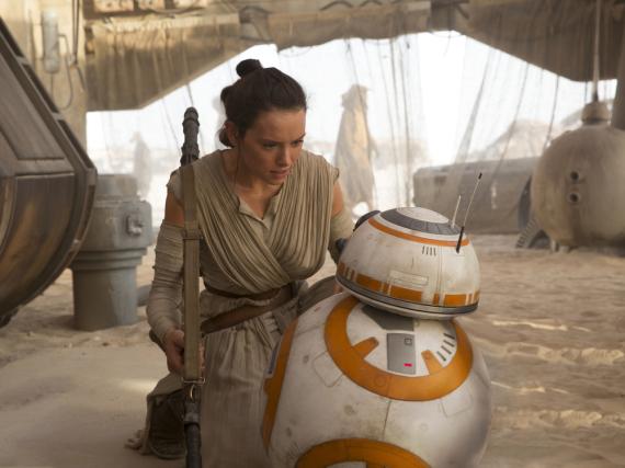 Wie geht es mit Rey (Daisy Ridley) und dem Droiden BB-8 in Episode acht weiter?