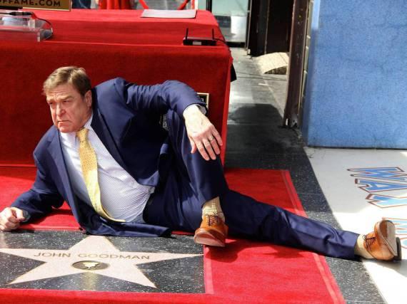 John Goodman posiert vor seinem Stern