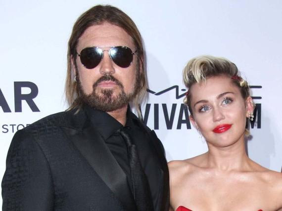 Miley Cyrus und ihr Vater Billy Ray Cyrus bei der Amfar Inspiration Gala