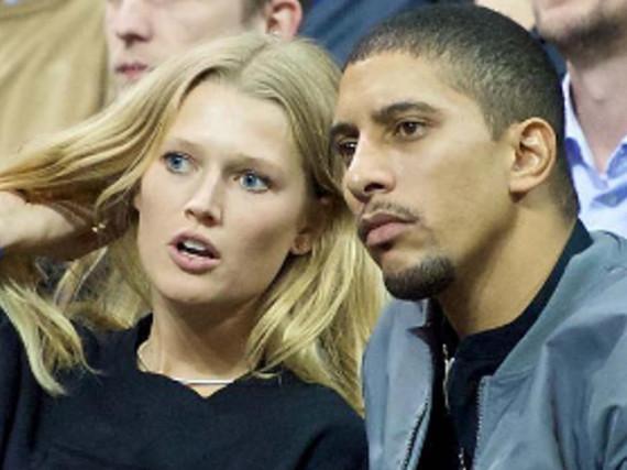 Model Toni Garrn und Sänger Andreas Bourani beim Basketballspiel