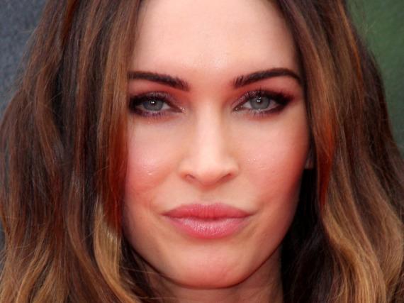 In einer neuen Werbekampagne zeigt Megan Fox mehr als nur ein schönes Lächeln