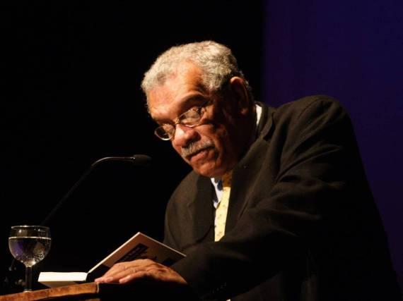 Derek Walcott einst bei einer Lesung