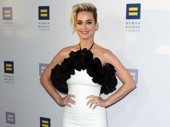 Mit ihrem Look zum GalaDinner stahl Katy Perry auf dem