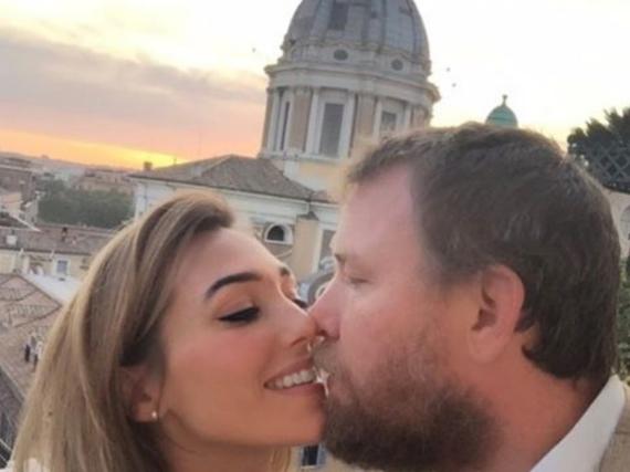 Mit diesem romantischen Bild gratuliert Jacqui ihrem Mann Guy Ritchie zu sieben Jahren Beziehung