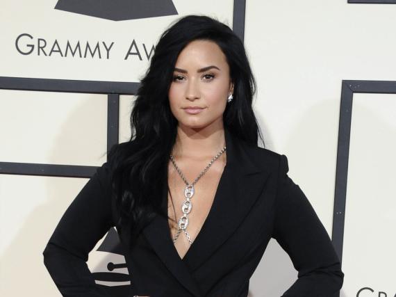 Demi Lovato will an ihrem Abstinenz-Jubiläum anderen etwas Gutes tun