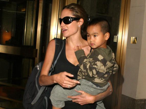 Angelina Jolie mit Söhnchen Maddox im Jahr 2005