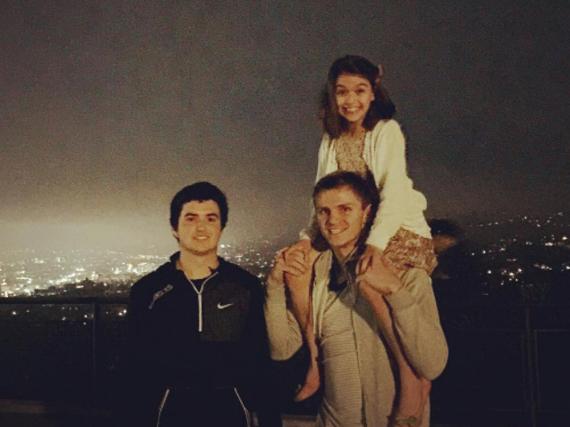 Dieses Foto von Tochter Suri und ihren Cousins postete Katie Holmes auf Instagram