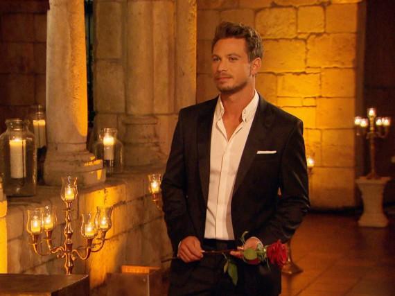 Sebastian hat nur noch eine Rose zu vergeben